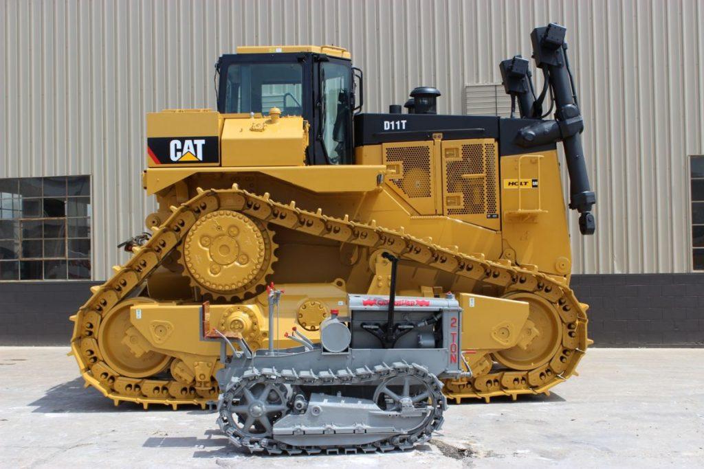 Mała i duża maszyna gąsienicowa CAT